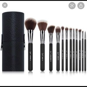 NIB Sigma Mr Bunny Essential 12 pc brush set
